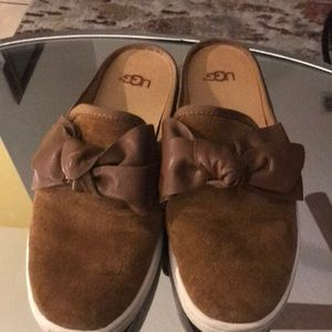 Ugg cute bow mules sz 6.5